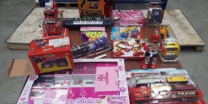 Kaçak oyuncaklar sergilendi