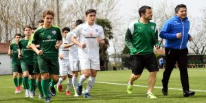 Bursaspor'un yıldızı Batalla, U15 takımı ile çalıştı