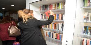 Yüzen kütüphane açıldı