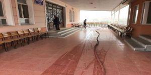 Cami avluları gül suyuyla yıkanıyor