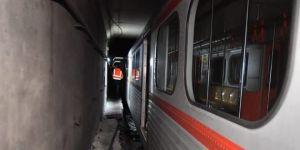 Metro kazası! Seferler iptal edildi