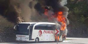 Korku dolu anlar ! Yolcu otobüsü cayır cayır yandı