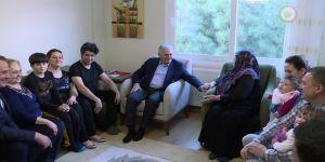 Başbakan, iki aileyi ziyaret etti