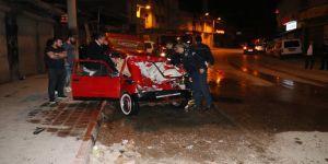 Park halindeki kamyonete çarpan kadın sürücü ağır yaralandı