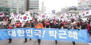 Eski devlet başkanına destek protestosu
