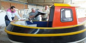40 yıllık tekne ustası mini tugboat yapımına başladı