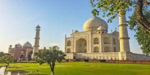 Taç Mahal'in minaresi yıkıldı
