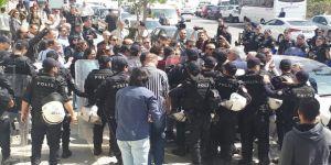 İzinsiz yürüyüşe polis müdahale etti