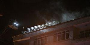 Yangında apartman sakinleri sokağa döküldü