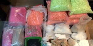 Binlerce uyuşturucu hap ve 33 kilo kokain ele geçirildi
