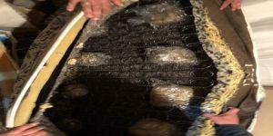 Bazaya gizlenen 95 kilo esrar ele geçirildi