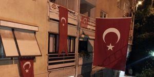 Şehidin evi Türk bayraklarıyla donatıldı