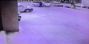 Polis aracıyla çarpışan motosikletli defalarca takla attı