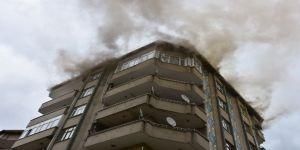 8 katlı apartmanda yangın!
