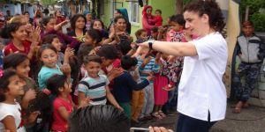 Roman çocuklara danslı el hijyeni eğitimi