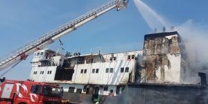 Karaya oturan gemide yangın çıktı