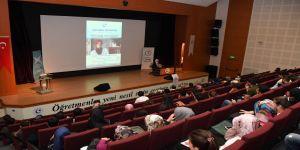 'Uyanış ve Diriliş' konulu konferans düzenlendi