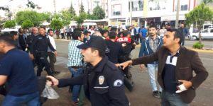 Yol verme kavgasında ortalık savaş alanına döndü: 10 gözaltı