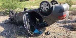 Otomobil yoldan çıkıp takla attı: 3 yaralı