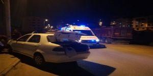 Kontrolden çıkan otomobil elektrik direğine çarptı: 2 yaralı
