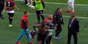 Takım arkadaşları Pogba'ya saldırdı