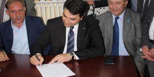 DP Genel Başkanı, Akşener'in adaylığı için imza attı