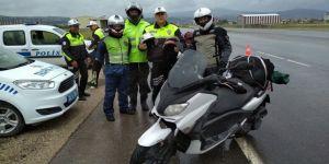 Motosiklet sürücülerine ücretsiz kask
