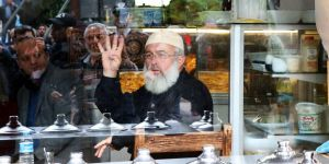 Abdullah Gül'e 'Rabia'lı protesto