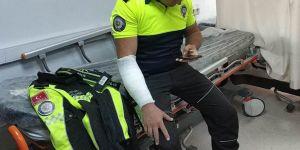 Kavgayı ayıran polis bıçaklandı