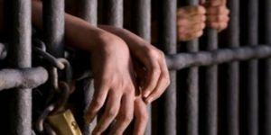 Yüzlerce mahkum serbest bıraktı