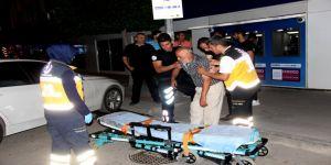Alkol komasına giren yaşlı adamın yardımına polisler koştu