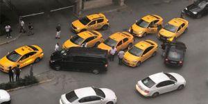 Taksiciler UBER aracına saldırdı