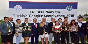 Golf Turnuvası kazananları kupalarını Ağaoğlu'nun elinden aldı