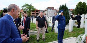 Erdoğan'dan Kovaçi Şehitliği'ne ziyaret