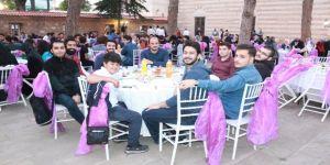 Gebze Müftülüğü, öğrencilere iftar yemeği verdi