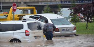 Eskişehir'i sel vurdu