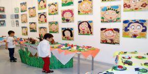 Bin 250 çocuğun sergi mutluluğu