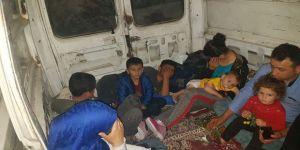 Kaçak göçmenler minibüs kasasında yakalandı