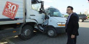 Işıklarda duramayan kamyon karayolunu savaş alanına çevirdi: 4 yaralı