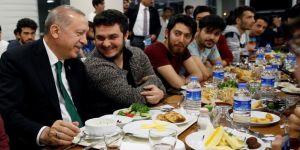 Erdoğan, gençlerle sahur sofrasında buluştu
