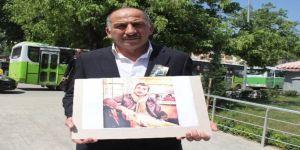 Kocaeli'de oğlunun tavuklu pilavdan öldüğünü iddia eden aile basın açıklaması yaptı