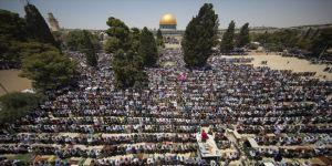 Filistinliler, cuma namazını Mescid-i Aksa'da kıldı
