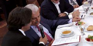 Başbakan, türküye eşlik etti