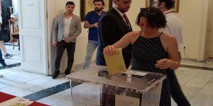 Macaristan'da Türk vatandaşları sandığa gitti