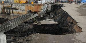Zonguldak'ta asfalt çöktü, 10 metrelik çukur oluştu