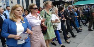 Savaşta cinsel istismara uğrayan kadınlara destek yürüyüşü