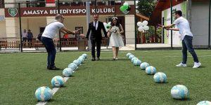 Kenan İmrol futbol sahasında evlendi