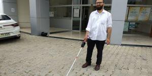Görme engelliler için konuşan baston geliştirdi