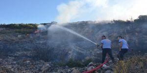 Patates pişirmek isteyen gençler dağı yaktı