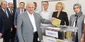 Başbakan Yıldırım oyunu İzmir'de kullandı